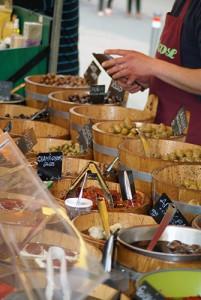 französische Oliven Spezialitäten auf den Französischen Märkten von La Pestaque